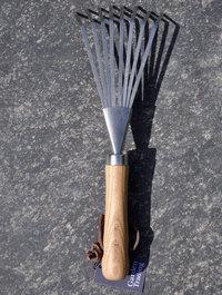 Garden-trading-hand-rake-back