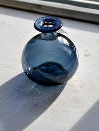 Green-glass-bud-vase-gt