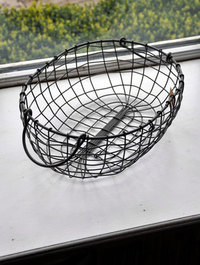 Oval-wire-basket-with-handles